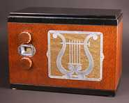 Majestic (Grigsby-Grunow) 55 Compact Table Radio (1933)