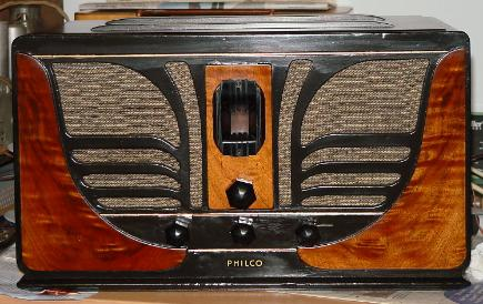 Philco 45C 'Butterfly' Compact Table Radio