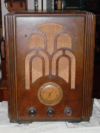 Atwater Kent 545 Tombstone Radio (1935/1936)