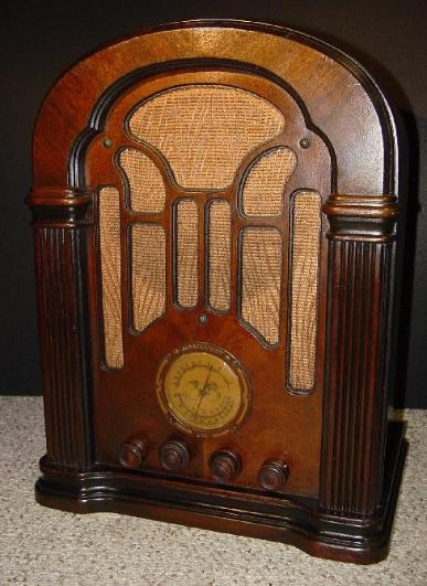 Atwater Kent Model 206 Tombstone Radio (1934)