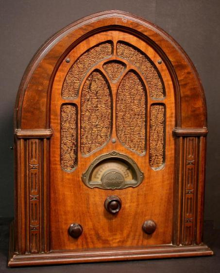 Atwater Kent Model 627 Cathedral Radio (1932/1933)