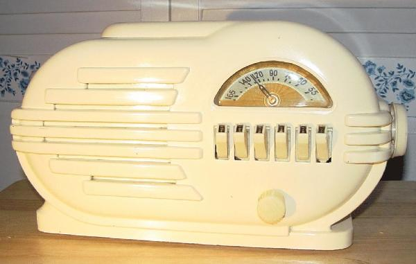 Belmont 6D111 Ivory-Painted Bakelite Table Radio (1946)