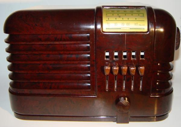 Delco R-1134 Bakelite Table Radio (1938)