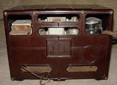 Emerson Model 109 Bakelite Table Radio Rear View (1935/36)