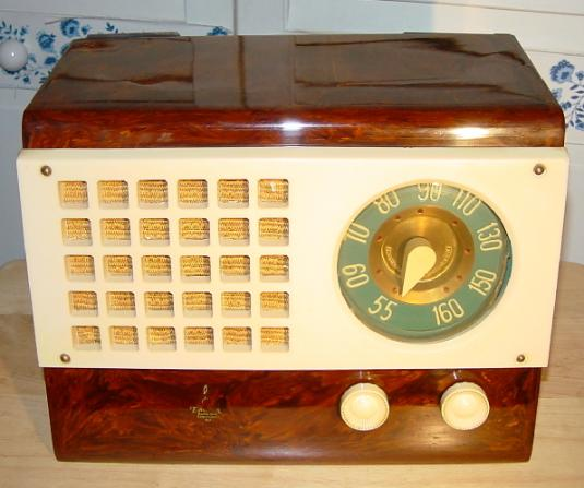 Emerson Catalin Radio Model 520