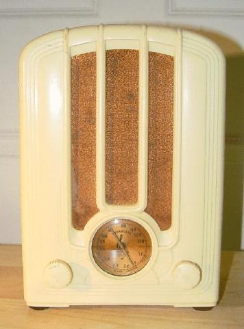 Emerson 108 in ivory plaskon mini-tombstone radio (1936)