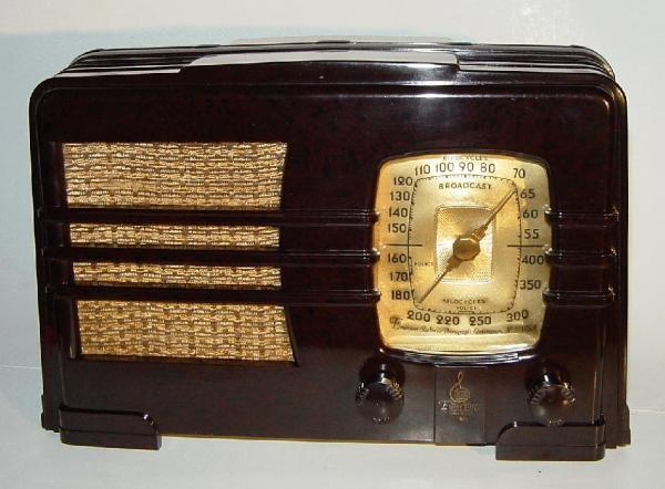 Emerson AL-149 Bakelite Table Radio (1937)