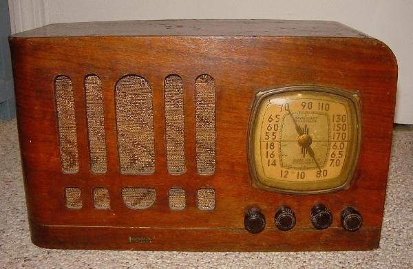 Fada Model 451T Table Radio (circa 1938)