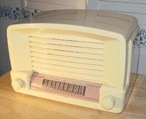 GE Model 114W Table Radio (1946)