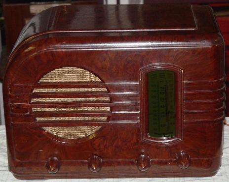 GE Model 54 Bakelite Table Radio (1940)