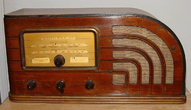 GE Model F-63 Table Radio (1937)