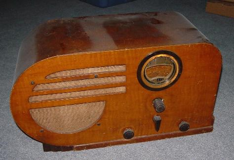 Philco 37-610 Big Bullet Table Radio (maple)
