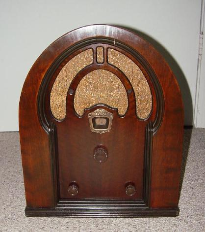 Philco Model 52B Baby Grand Cathedral Style Radio (1932)