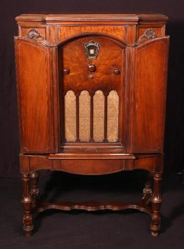 Philco 111 Superheterodyne Plus HighBoy