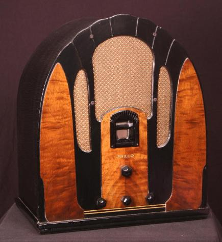 Philco Model 118B Baby Grand Cathedral-Style Tube Radio (1934)