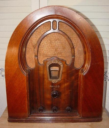 Philco 18B Baby Grand Cathedral-Style Radio (1933)