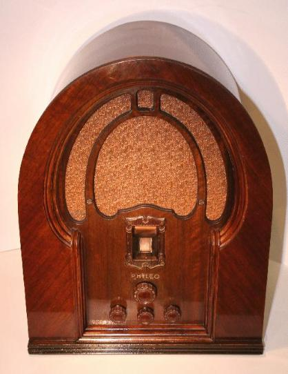 Philco Model 19 Baby Grand Cathedral Radio (1933)