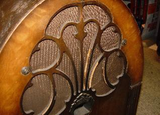 Philco 20 Deluxe (1931) Grille, as found
