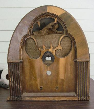 Philco model 21 Baby Grand Cathedral Radio as found (1931)
