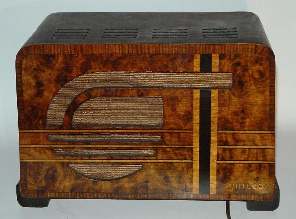 Philco 37-600 Compact Table Radio rear view