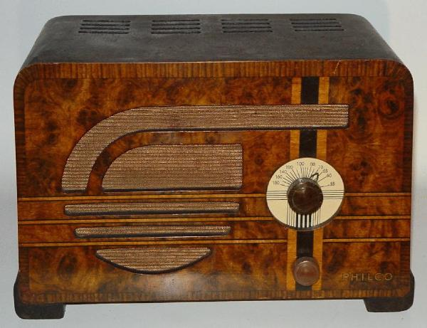 Philco 37-600C Compact Table radio front view.