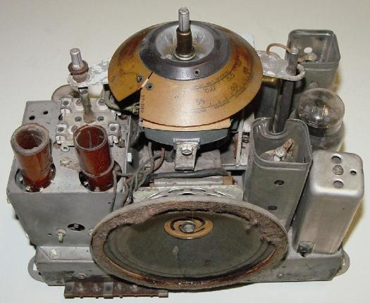 Philco 37-604C Compact Table Radio Chassis View