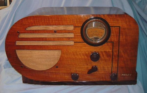 Philco 37-610T 'big bullet' Table Radio (walnut)