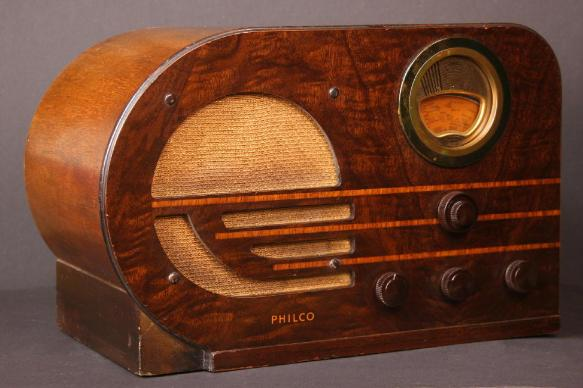 Philco model 38-10T bullet-style table radio (1937/1938)