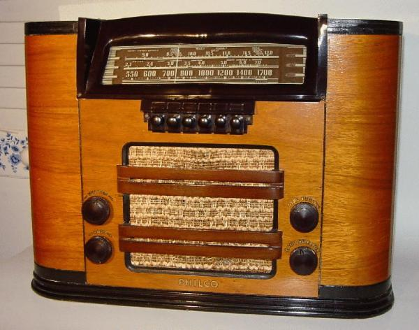 Philco 41-245T Table Radio (1941)