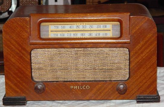 Philco 42-321T Table Radio (1942)