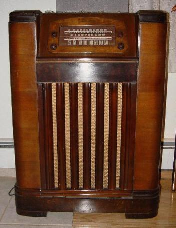 Philco Model 47-1227 Console Tube Radio-Phono