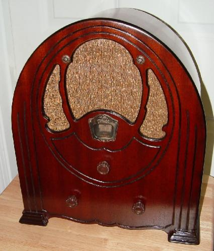 Philco Model 51 Baby Grand Cathedral Tube Radio (1932)