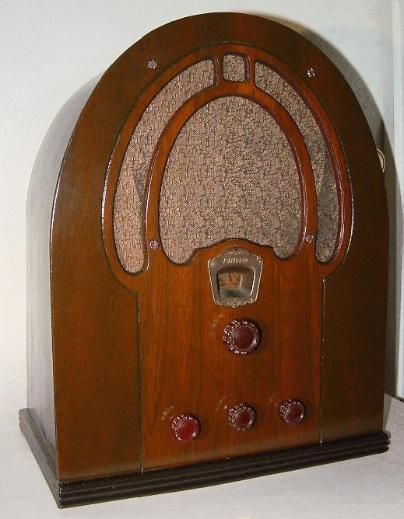 Philco Model 60B Baby Grand Cathedral Radio (1st version, 1933)