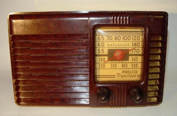 Philco PT-25 Bakelite Table Radio (1940)
