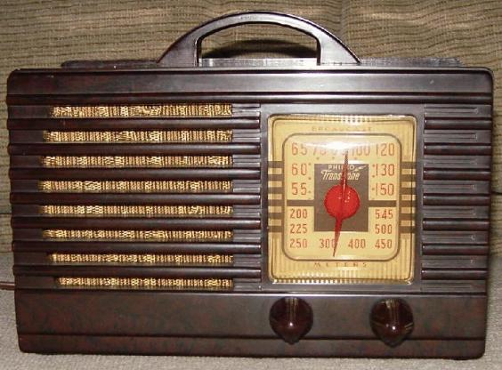 Philco PT-33 Bakelite Table Radio (1940)