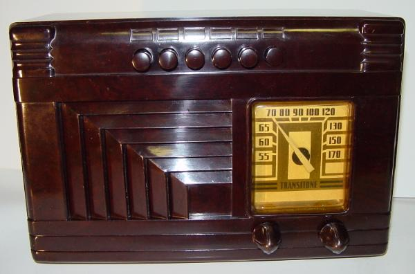 Philco PT-46 Bakelite Table Radio (circa 1940)