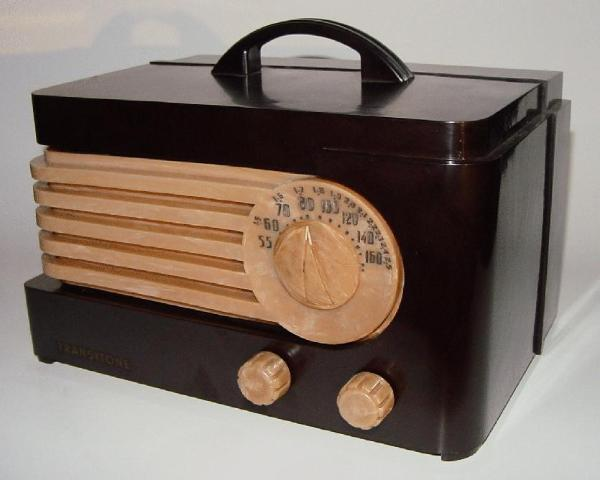 Philco TP-20 Bakelite Table Radio (1940)