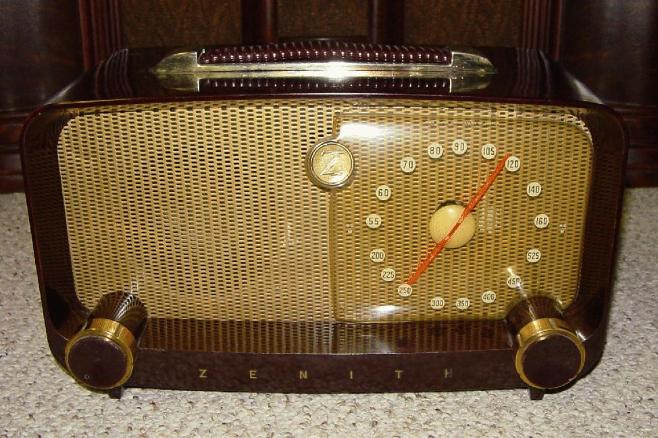 Zenith 5-D-811 Bakelite Table Radio (1949)
