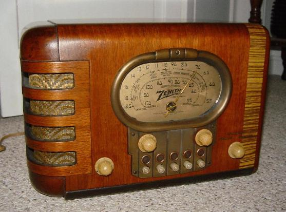 Zenith 5-S-319 Compact Table Radio (1939)