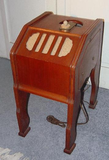 Zenith 6-D-336 Baby Chairside Radio (1939)