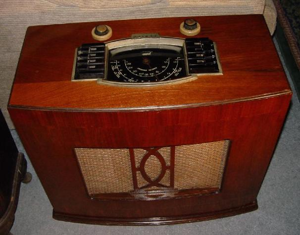 Zenith 6-S-646 Chairside Radio (1942)