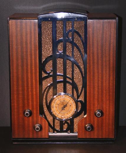 Zenith S-829 Chrome-Front Tombstone Radio (1935)